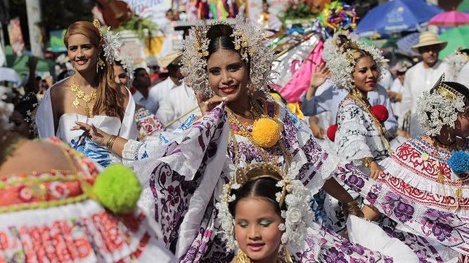 Orgullosas-portaban-mujeres-lucA-an-Tablas_LPRIMA20150110_0193_23